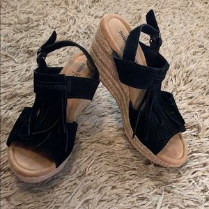 Minnetonka Fringe Wedge Sandals